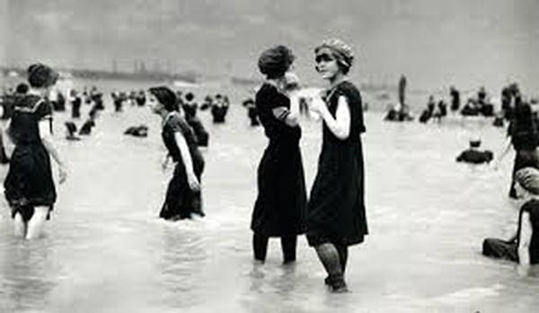 La nascita del costume da bagno raccontata da mercatopoli - Costumi da bagno femminili ...