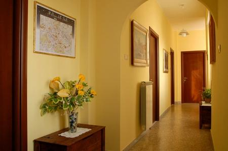 Corridoio lungo e buio design casa creativa e mobili - Mobili da corridoio ...