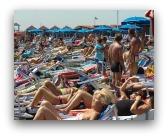 spiaggia affollata Ferragosto
